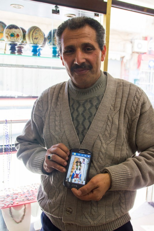 This mosaic maker gets orders from around the world. He presents his current work at his smartphone: a family portrait as a wall mosaic.